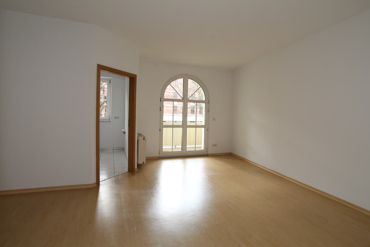 Schöne Single-Wohnung mit Laminat, Balkon und Aufzug - ID 240 Image